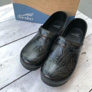Dansko Professional Tooled Black size 40